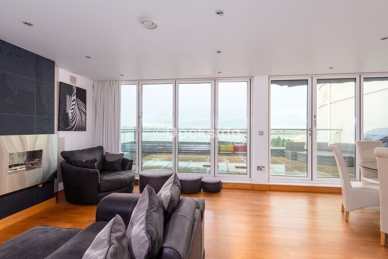 4 bed flat for sale in The Hamptons  - Property Image 1